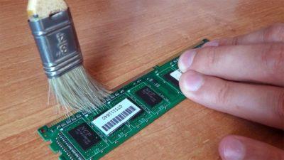 Как почистить слот оперативной памяти?